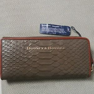 🆕️Dooney & Bourke leather wallet NWT